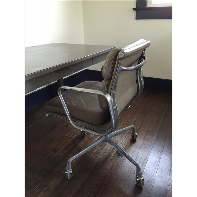 Herman Miller Soft Pad Management Chair - Image 2 of 10