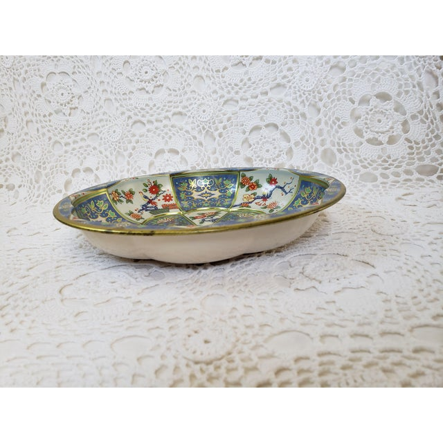 Metal 1970s Blue & White Oriental Floral Tin Bowl by Daher For Sale - Image 7 of 9