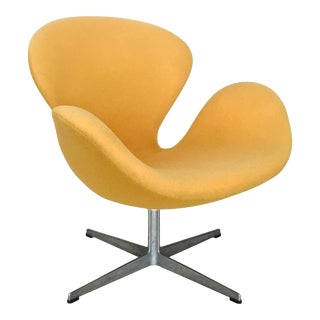 Early Arne Jacobsen for Fritz Hansen Swan Lounge Chair For Sale