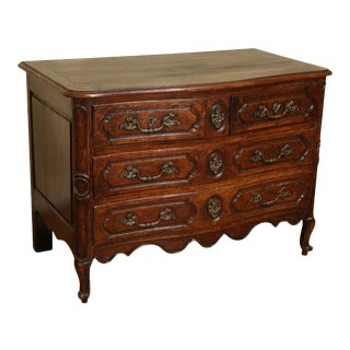 18th-Century Italian Walnut Serpentine Commode For Sale