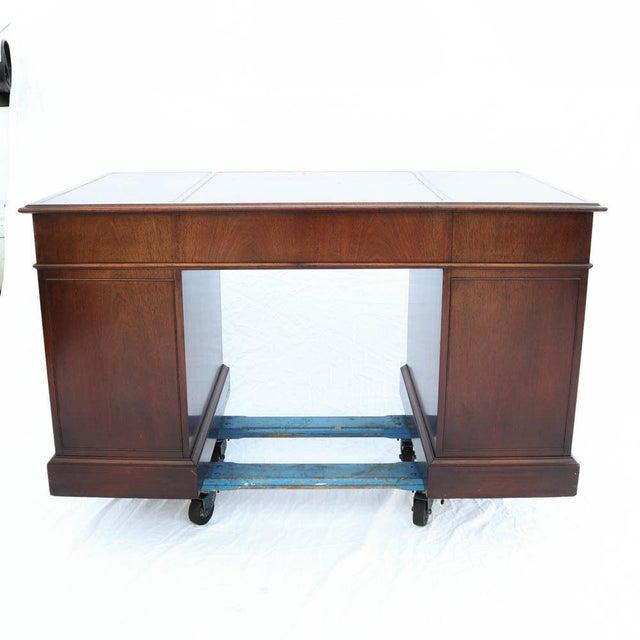 Beacon Hill Georgian Style Mahogany Pedestal Desk - Image 8 of 11