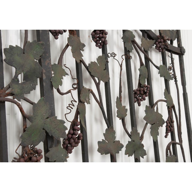 "Pair of French Early 20th Century Painted Wrought-Iron ""Grapevine"" Gates For Sale - Image 9 of 13"