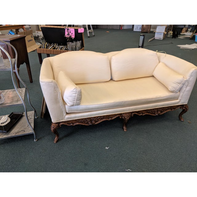 French French Silk Upholstered Settee With Hand-Carved Wooden Base For Sale - Image 3 of 9