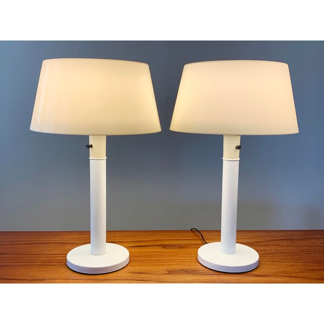 1960s 1960s Gerald Thurston Lightolier White Minimalist Enameled Steel & Plastic Table Lamps - a Pair For Sale - Image 5 of 12