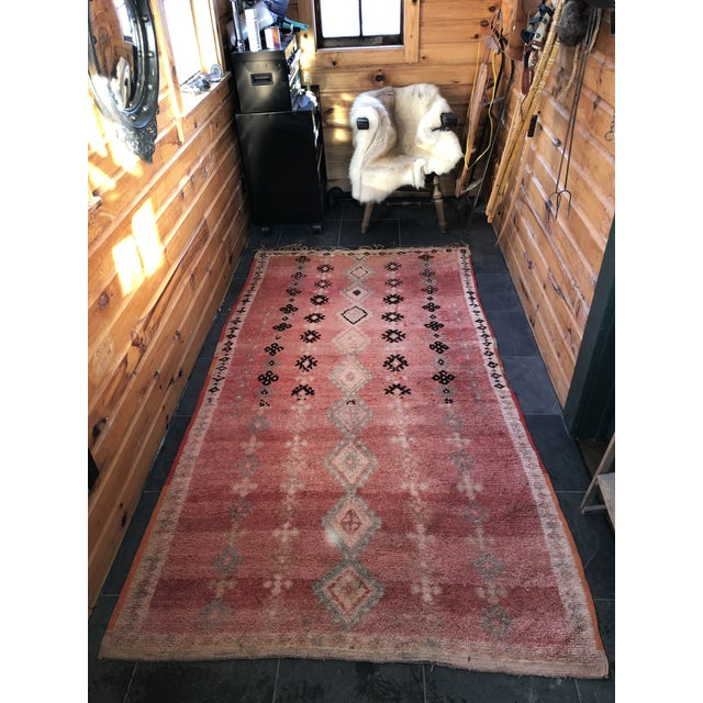 Mid 20th Century Vintage Moroccan Rug - 4′6″ × 8′6″ For Sale - Image 5 of 6