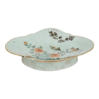 19th Century Qing Dynasty Porcelain Dish Plate Depicting Bird and Flowers on a Boulder For Sale