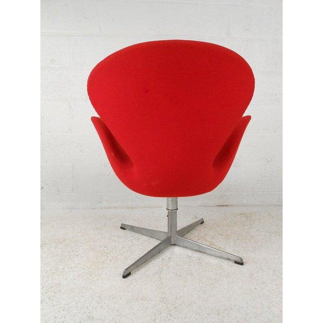 Danish Modern Swan Chair by Arne Jacobsen for Fritz Hansen For Sale - Image 3 of 4
