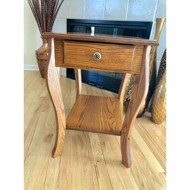 1990s Amish Crafted Transitional Chairside Table For Sale - Image 10 of 13