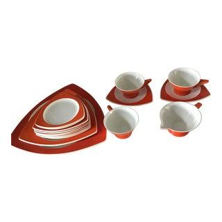 1940s Triangularand Salem Dinnerware - Set of 16 For Sale