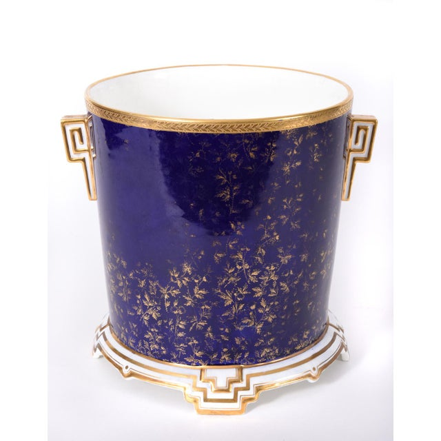 English Traditional Late 19th Century Matching English Wedgwood Wine Coolers - a Pair For Sale - Image 3 of 11