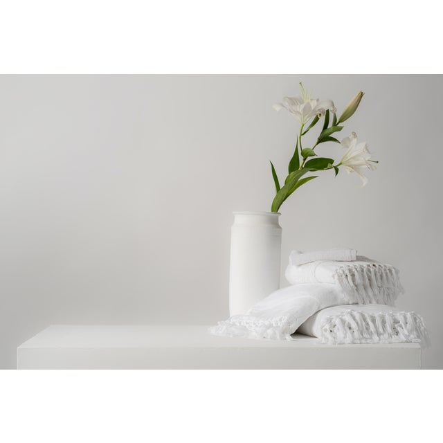 White Plush & Bare Handmade Organic Cotton Bath Towel in White For Sale - Image 8 of 9