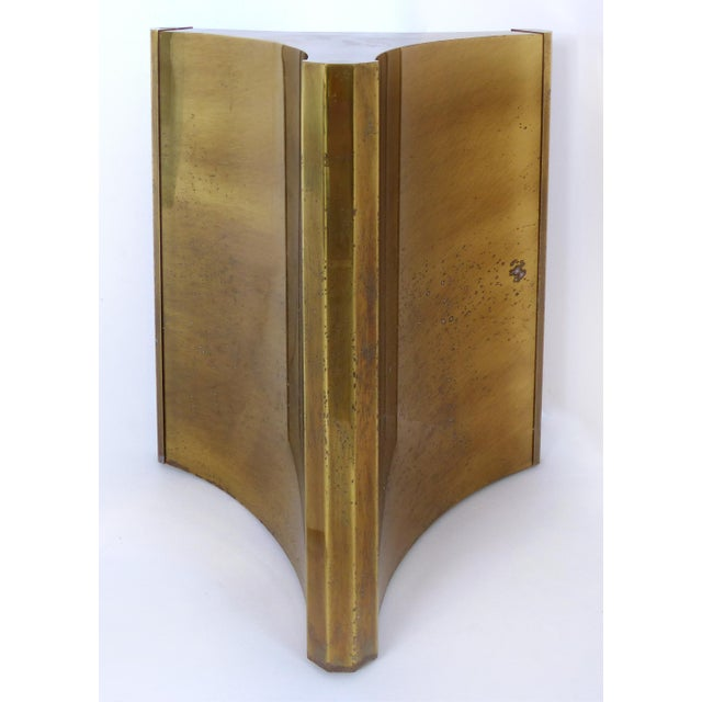 "Mastercraft Double Pedestal Brass ""Trilobi"" Dining Table With Ogee Beveled Glass For Sale - Image 9 of 13"