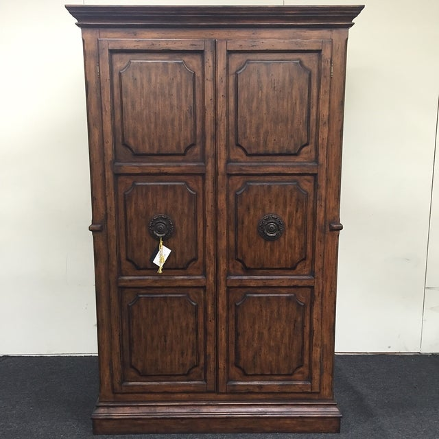 A beautiful, large win cabinet. Holds up to 77 bottles. Features gorgeous marble table-top and plenty of additional...