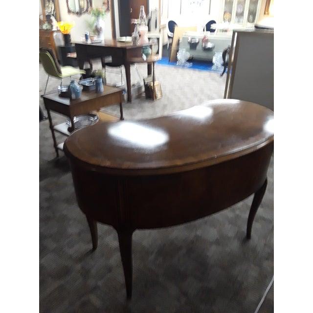French Provincial 1970s Vintage French Provincial Henredon Walnut Kidney Shaped Desk For Sale - Image 3 of 4