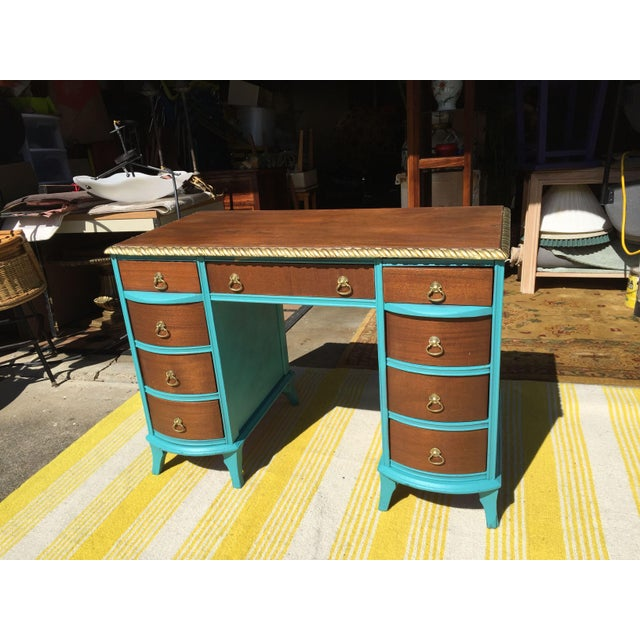 Beautiful Duncan Phyfe desk with 6 drawers. Good condition. Chalk painted.