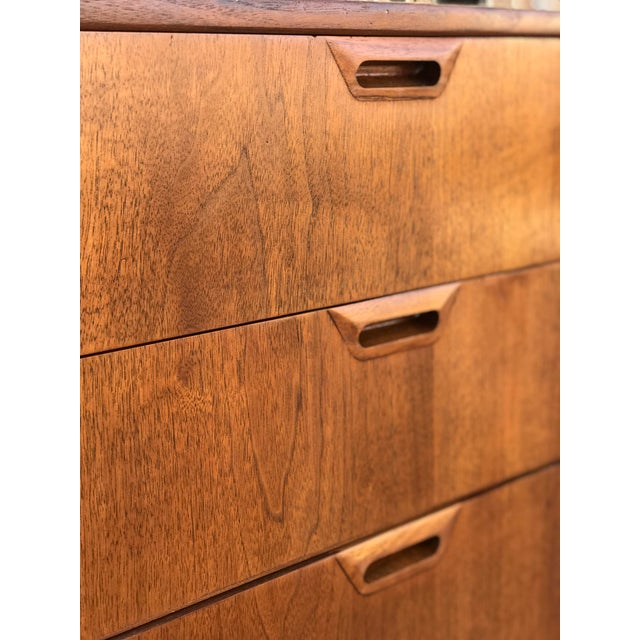 Mid Century Modern Chest of Drawers For Sale - Image 10 of 13