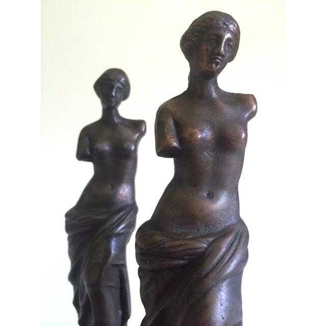 """1920s Vintage 1920's Rare """" Venus De Milo """" Cast Iron Bronze Neoclassical Bookend Statues - a Pair For Sale - Image 5 of 13"""