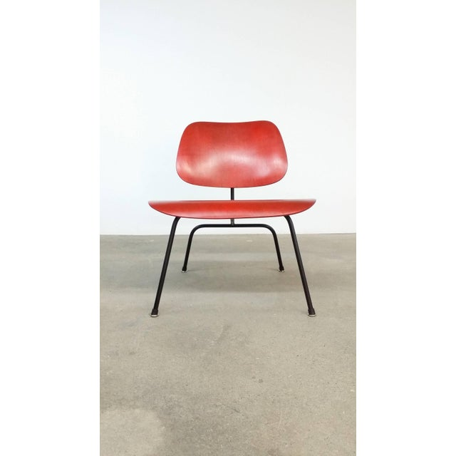 Metal Fully Restored Early Red Aniline Dye Eames Lcm For Sale - Image 7 of 10