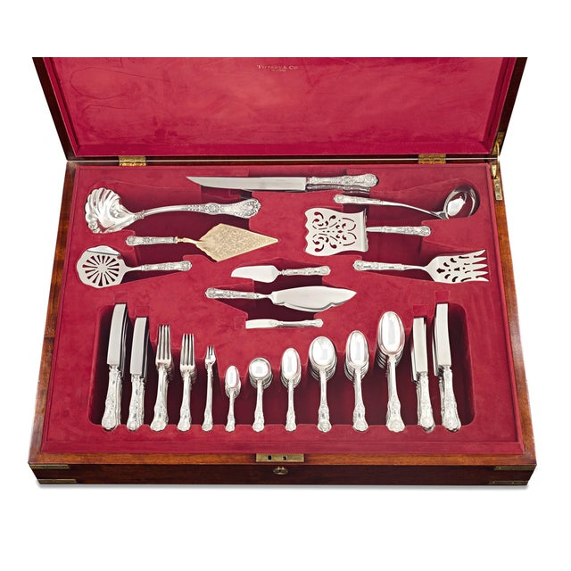 English Traditional Tiffany & Co. English King Silver Flatware Service, 155 Pieces For Sale - Image 3 of 8