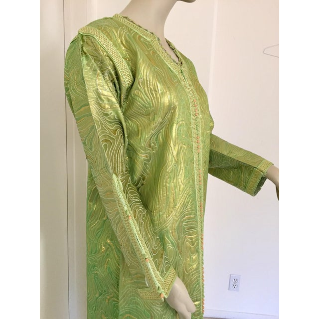 Moroccan Kaftan in Green and Gold Brocade Metallic Lame For Sale - Image 4 of 12