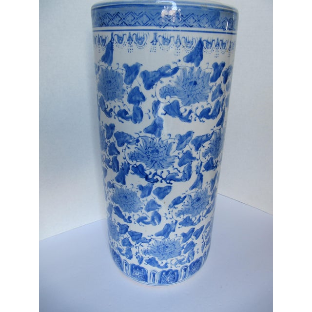Vintage Blue & White Chinoiserie Umbrella Stand - Image 3 of 5