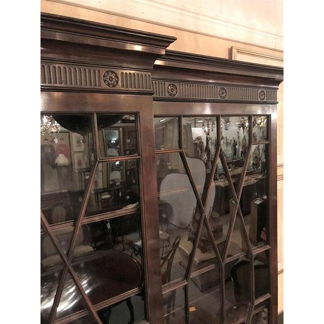 Georgian Style Baker Furniture Company Breakfront Bookcase Cupboard - Image 7 of 8