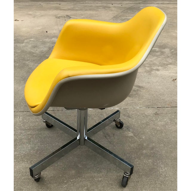Mid-Century Modern Vintage Mid Century Yellow Eames Style Shell Rolling Desk Chair For Sale - Image 3 of 13