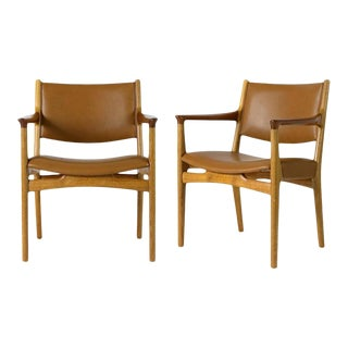 Pair of Hans Wegner Jh-525 Armchairs For Sale