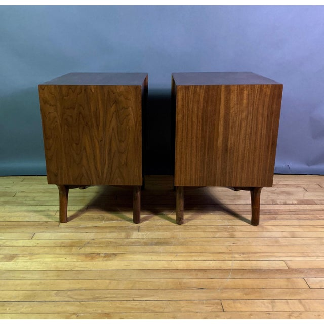 1950s 1960s American Modern Walnut and Brass Nightstands For Sale - Image 5 of 10
