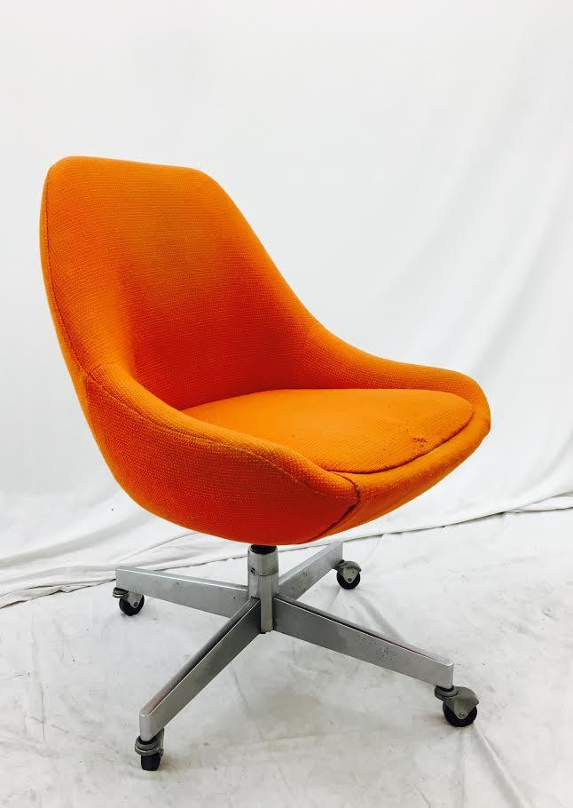 Vintage Knoll Swivel Scoop Chair On Chrome Rolling Frame   Image 4 Of 11