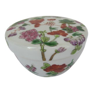 Round Chinoiserie Porcelain Box With Flowers For Sale