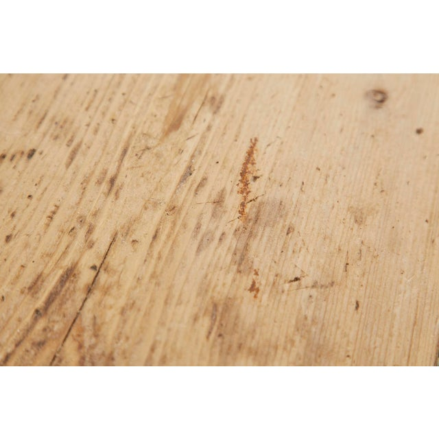 Beige 19th Century American Country Pine Farmhouse Dining Table For Sale - Image 8 of 13