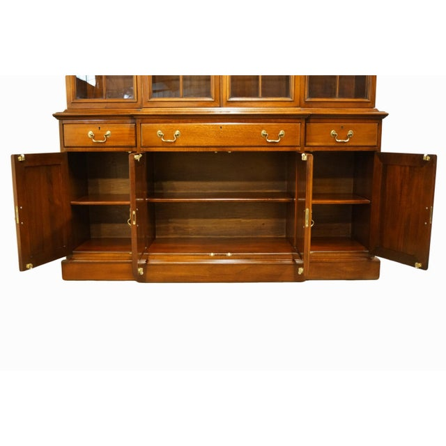 1980s Link Taylor Furniture Solid Mahogany Chippendale Traditional Breakfront Display China Cabinet For Sale - Image 5 of 13