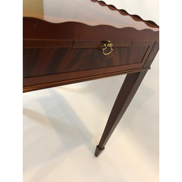 1980s Traditional Heckman Mahogany and Inlaid Tea Side Table For Sale In Philadelphia - Image 6 of 13