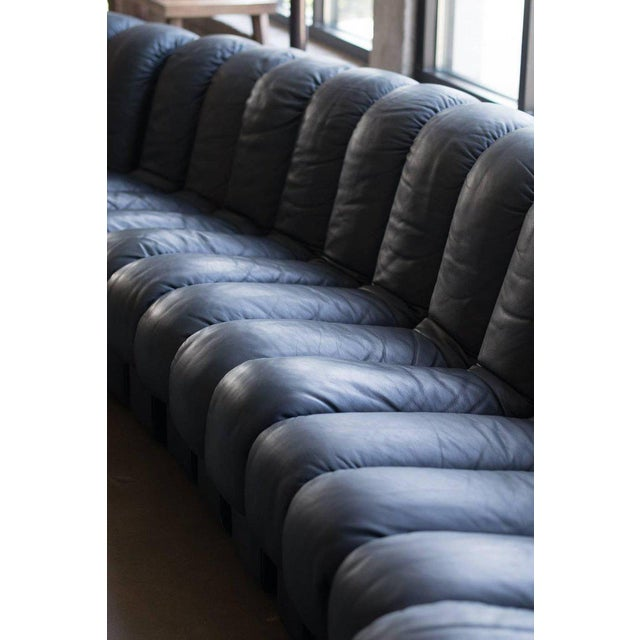 Leather De Sede Ds-600, Non-Stop Sofa, 21 Sections in Charcoal Blue Leather For Sale - Image 7 of 13