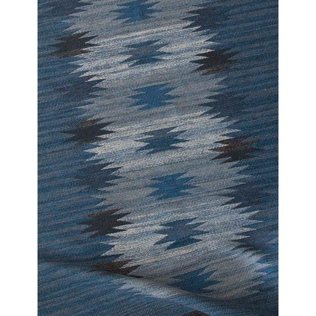 "Blue HANDMADE SWEDISH FLAT-WEAVE CARPET, SIGNED ""ML"", 1950S For Sale - Image 8 of 9"