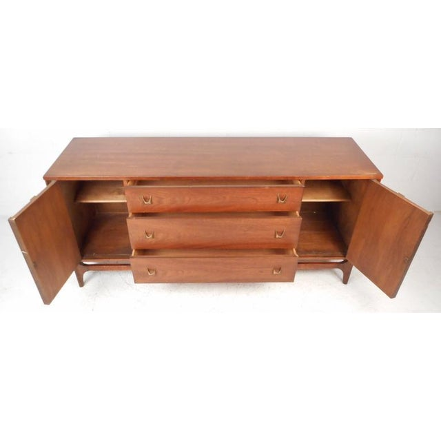 Mid-Century Modern Broyhill Brasilia Style Mid-Century Credenza For Sale - Image 3 of 10