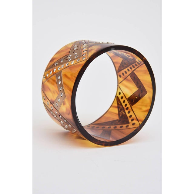 French Tortoise Resin and Rhinestone Cuff Bracelet For Sale In Miami - Image 6 of 10