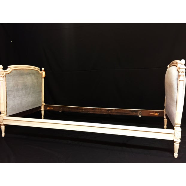 Mid 20th Century Vintage Mid Century Elegant Louis XVI Daybed For Sale - Image 5 of 5
