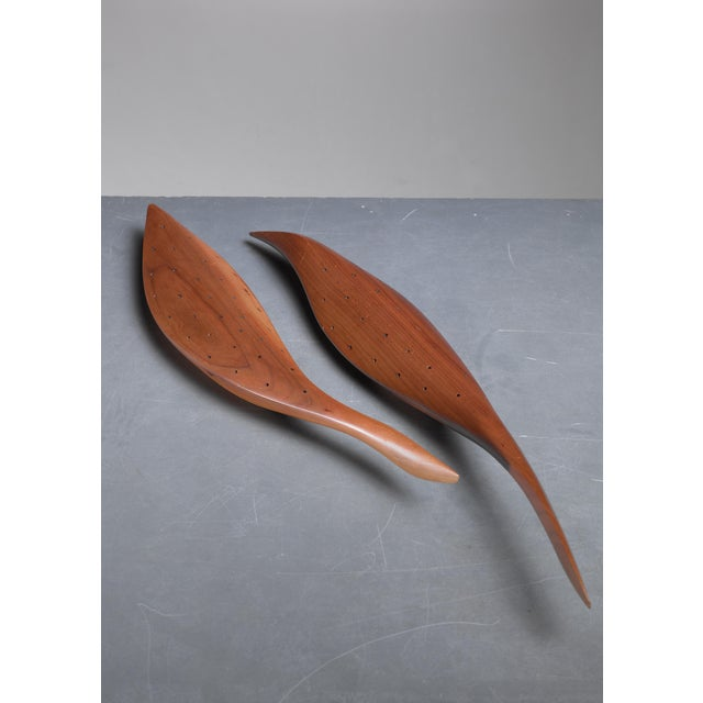 Arts & Crafts Emil Milan pair of carved walnut hors d'oeuvres servers, USA, 1960s For Sale - Image 3 of 4