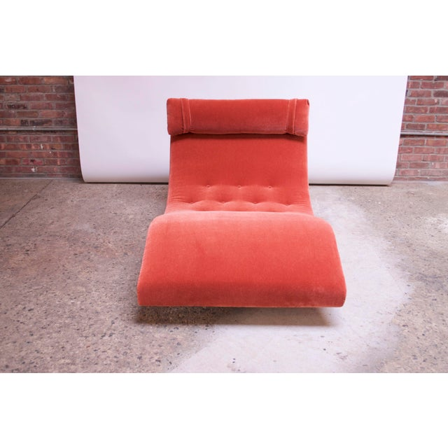 """Craft Associates Adrian Pearsall for Craft Associates """"Wave"""" Chaise Lounge in Coral Mohair For Sale - Image 4 of 13"""