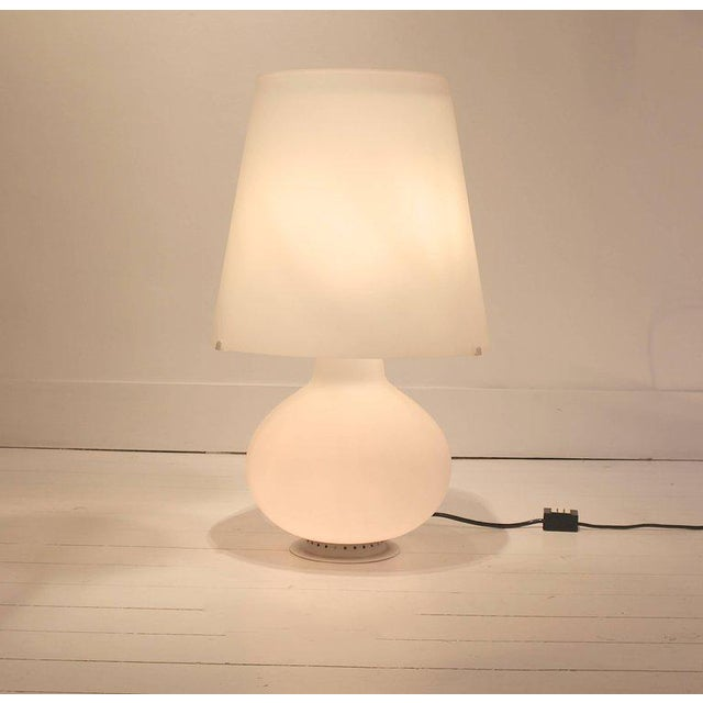 """Max Ingrand Two Frosted Glass """"Fontana"""" Table Lamps by Max Ingrand for Fontana Arte, Italy For Sale - Image 4 of 9"""