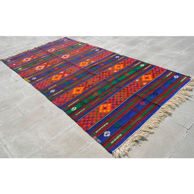 Material: Wool on wool Condition: Used. In very good condition. Origin: Oushak Age: 60+ years old Weight: ~ 25 lbs