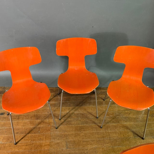 Mid-Century Modern 1970s Vintage Arne Jacobsen For Fritz Hansen Dining Chairs-Set Of 5 For Sale - Image 3 of 11