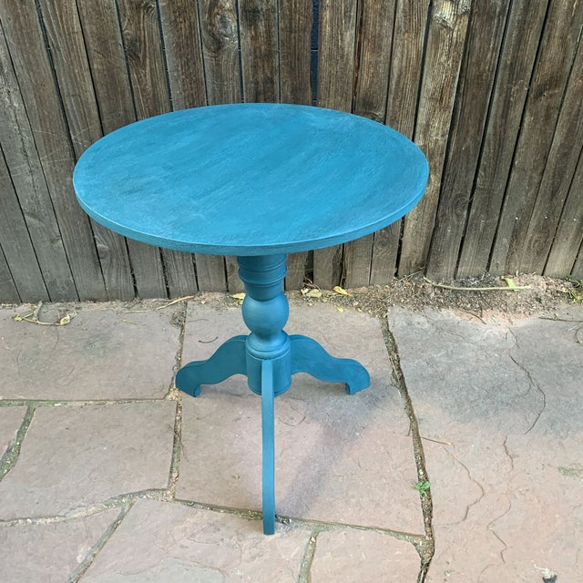 Transitional Teal Green Chalk Paint Round Pedestal Table For Sale In Denver - Image 6 of 13