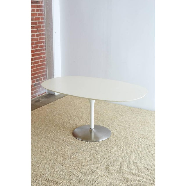 White Contemporary Eero Saarinen Oval Tulip Table For Sale - Image 8 of 13