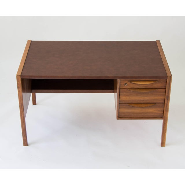 1950s Jens Risom Walnut Desk with Leather Writing Surface For Sale - Image 5 of 11