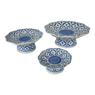 Blue & White Chinoiserie Tiered Bowls - Set of 3 For Sale