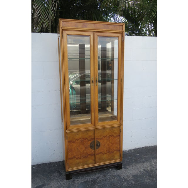 American of Martinsville Hollywood Regency China Display Cabinet Cupboard 2397 For Sale - Image 11 of 13