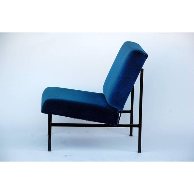DESIGN FRERES Pair of 'Déclive' Velvet and Blackened Steel Slipper Chairs by Design Frères For Sale - Image 4 of 9